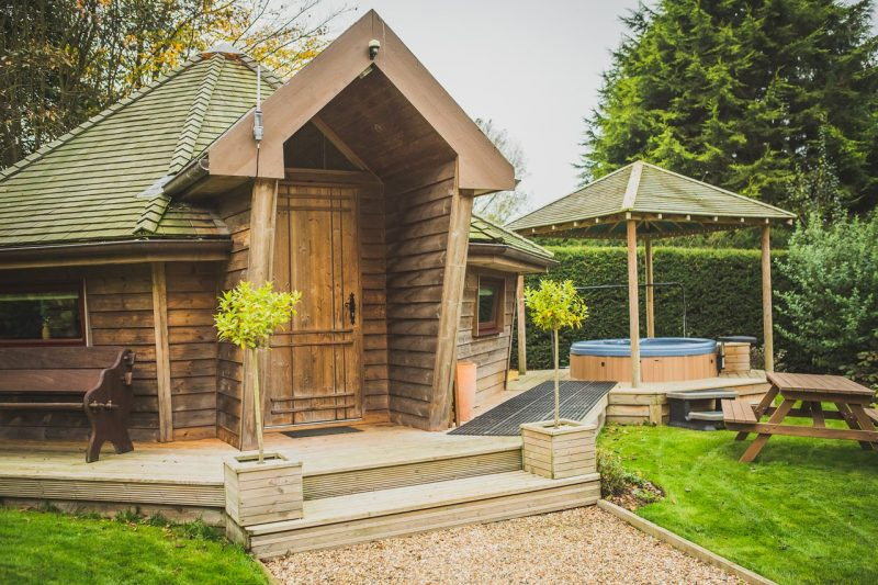 lodges with hot tubs near Hull