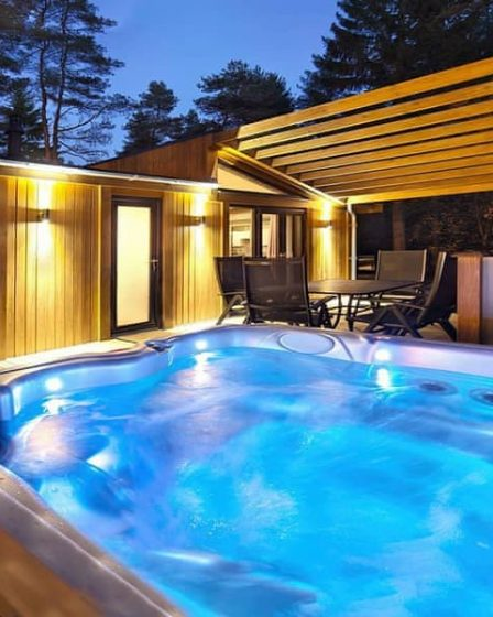lodges with hot tubs derbyshire