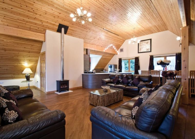 pert friendly dog friendly log cabin with hot tub and sauna