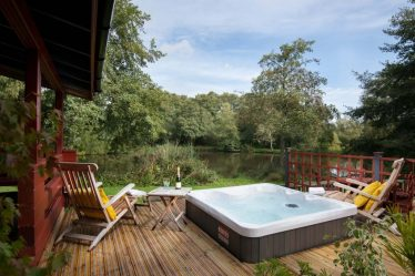 carp fishing lodges with hot tubs