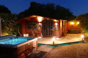 lodges with hot tubs essex