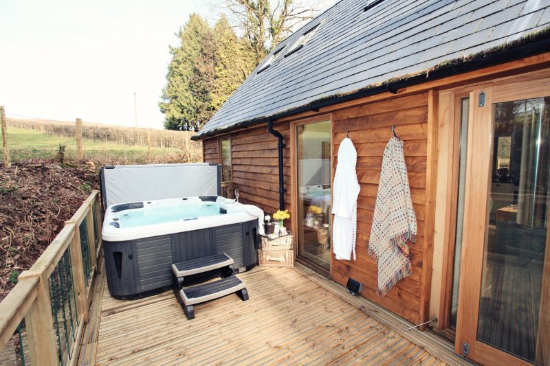 lodges with hot tubs dog friendly