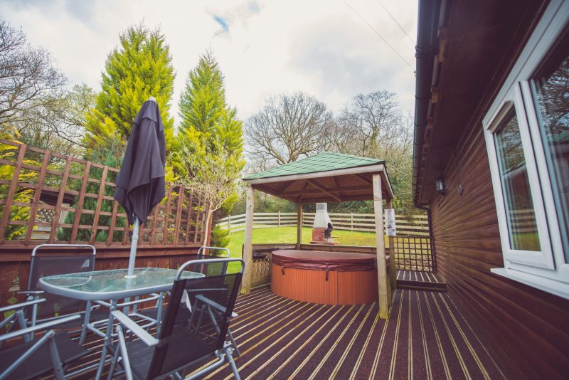lodges with hot tubs brecon beacons