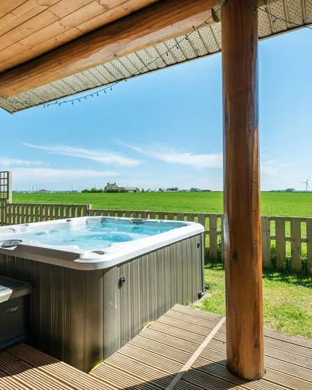 lodges with hot tubs bridlington