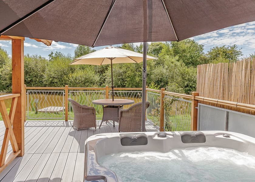 lodges with hot tubs near Chester