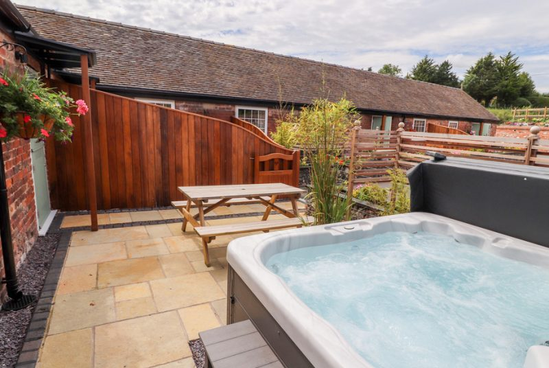 lodges with hot tubs chester