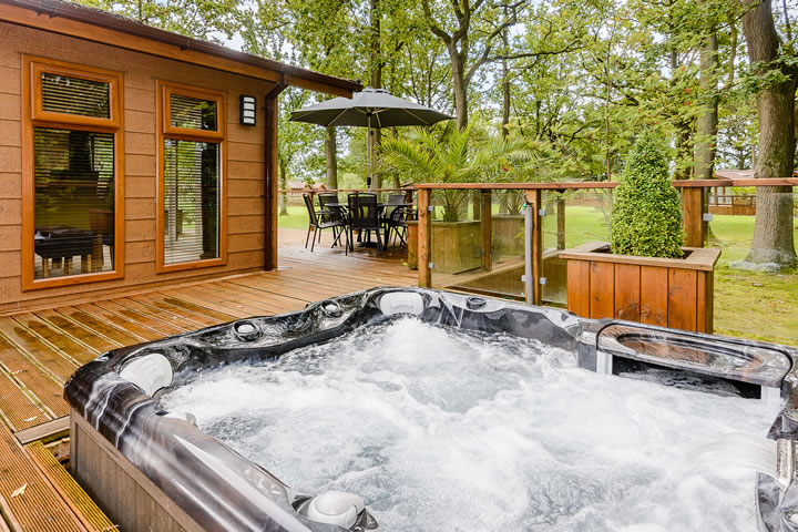 lodges with hot tubs cheshire