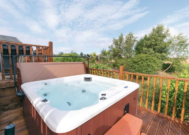 lodges with hot tubs blackpool