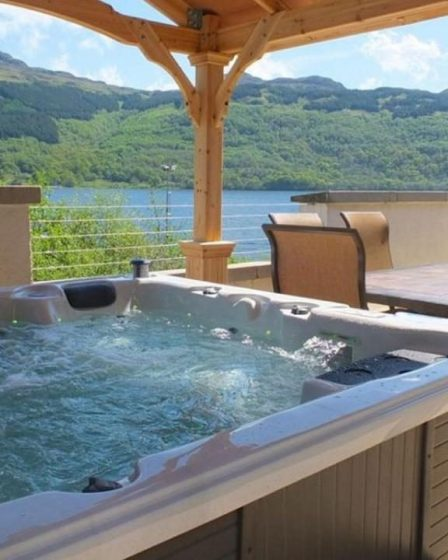 lodges with hot tubs near Glasgow