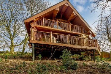 lodges with hot tubs peak district