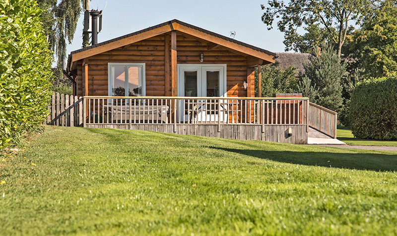 pet friendly lodges with hot tubs