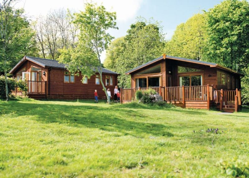 lodges with hot tubs south west