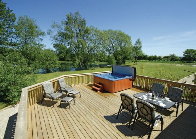 log cabins with hot tubs pickering