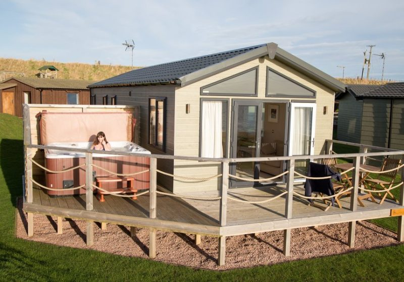 lodges with hot tubs fife