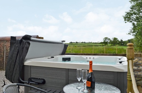 lodges with hot tubs ayrshire