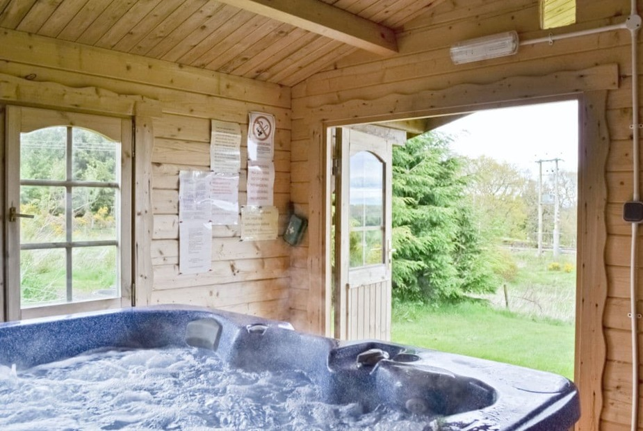 Scotland log cabins with hot tubs