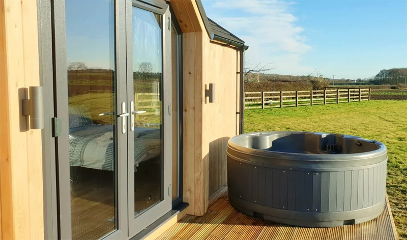 lodges with hot tubs hornsea