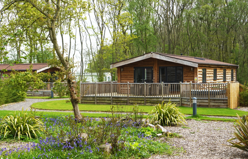 lodges and log cabins with hot tubs lincolnshire