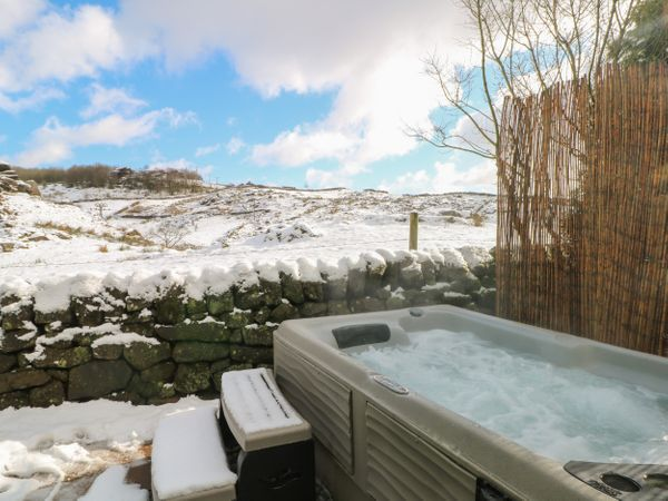 lodges with hot tubs north west