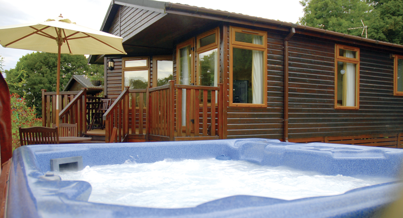lodges with hot tubs in norfolk
