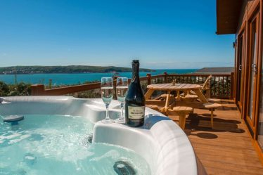 log cabins with hot tubs pembrokeshire
