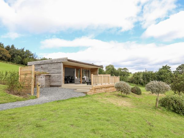 dog friendly lodges with hot tubs chester