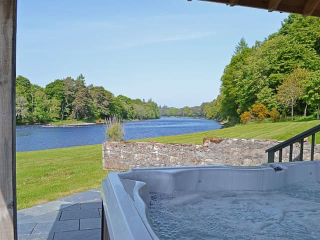 lodges with hot tubs near inverness