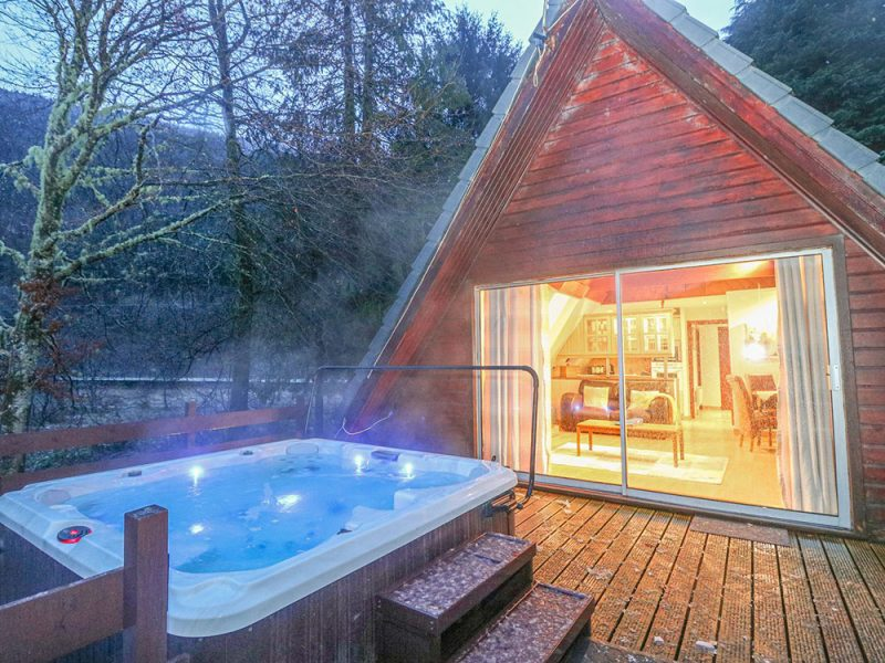 log cabins with hot tubs inverness