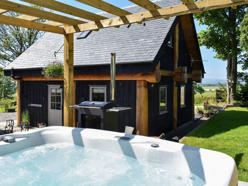 log cabins with hot tubs aberdeenshire
