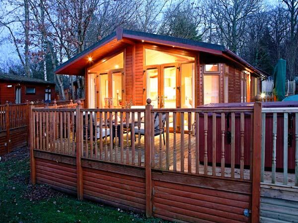 north west log cabins and lodges with hot tubs